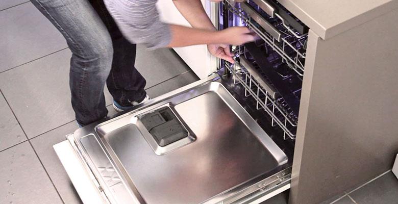 Не греет воду посудомойка
