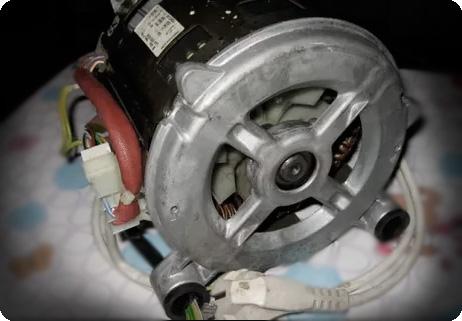 Коллекторный двигатель в стиральной машине Indesit