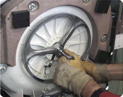 Непонятный стук или шум в стиральной машине Аристон